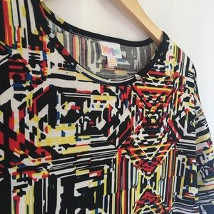 LuLaRoe Tops - LulaRoe Geometric Design Short Sleeve Top